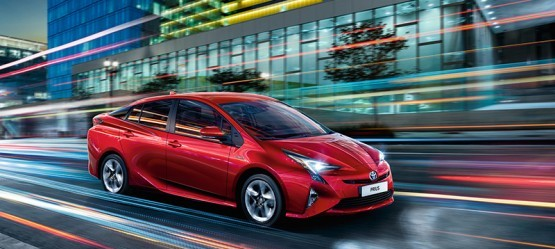 Toyota Prius receives What Car? Best Car Safety Award for 2017